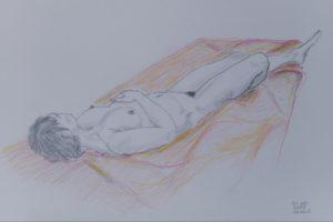 29 WALTER RADAELLI - Elisa distesa sul drappo rosso arancio - Disegno a grafite e matite colorate 2020